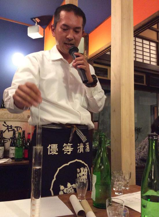 日本酒度の説明中.jpg